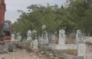 Mezarlik Duvarlari Yikiliyor