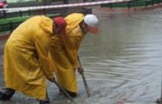 Karaman Belediyesi Su Baskinlarina Karsi Uyardi