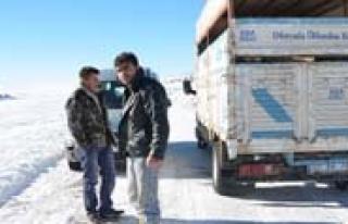 Uyariyi Dikkate Almayan Sürücüler Karda Mahsur...