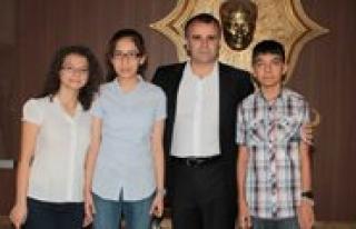 SBS 'de Il Derecesi Yapan Ögrenciler, Sultanoglu'nu...