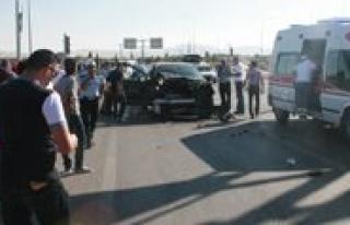 Ambulansla Otomobil Çarpisti: 10 Yarali