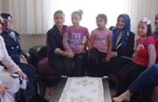 Bayan Koca, Sevgi Evlerindeki Çocuklari Sevindirdi