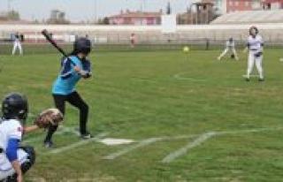 Türkiye Softbol Sampiyonasi Karaman'da Basladi