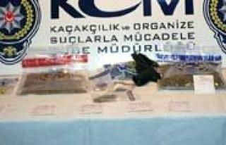 Polisin Durdurdugu Otomobilden Uyusturucu Çikti