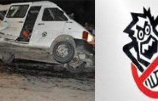 Karaman'da Ögretmenleri Tasiyan Minibüs Yan Yatti:...
