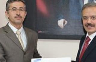 KMÜ'de Bilimsel Proje Sahiplerine Ödül