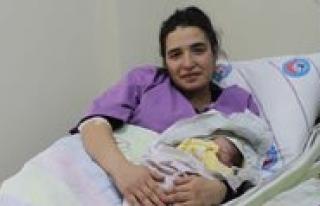 Yeni Hastanenin Ilk Bebegi Dünyaya Gözlerini Açti