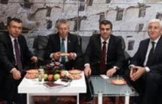 Vali Murat Koca, Emitt Fuarinda Karaman Standini Gezdi