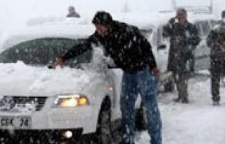 Ermenek'te Kar Yagisi Hayati Felç Etti