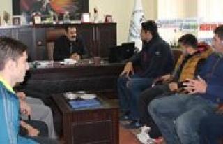 Sampiyon Güresçilerden Kisacik'a Ziyaret