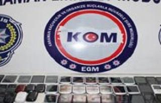 Karaman'da Gümrük Kaçagi 103 Cep Telefonu Ele...