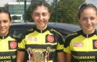 Performans Spor Kulübünden 3 Bayan Sporcu Milli...