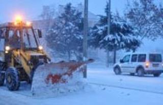 Belediye Karla Mücadeleye Araliksiz Devam Ediyor
