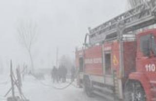 Sariveliler`de Kar Altinda Yangin Tatbikati