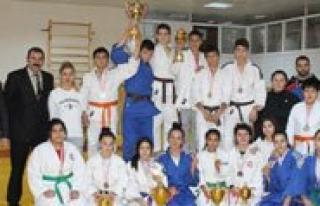 Karaman'da Yapilan Okullar arasi Judo Müsabakalari...