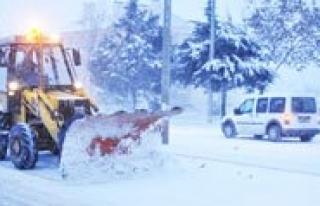 Belediye Ekipleri Kar Yagisi Ile Birlikte Harekete...