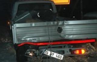 Servis Minibüsü, Kamyonete Arkadan Çarpti: 16 Yarali...