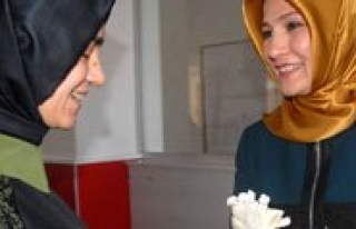 Bayan Çaliskan'dan Çalisan Kadinlara Hediye