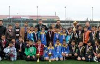 """Küçükler Futbolda Sampiyon """"Zübeyde Hanim Ortaokulu""""..."""