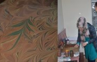 Karaman'da Ebru Sanati Gelecek Nesillere Aktariliyor