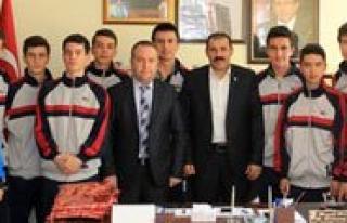 Futsal'in Sampiyonlarindan Kisacik'a Ziyaret