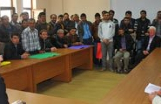 Ermenek'te Issiz Kalan 80 Isçi Kaymakamla Görüstü