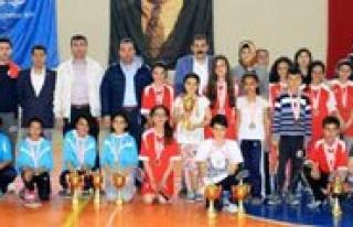 23 Nisan Badminton Senligi Sona Erdi