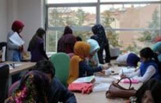 Gençlik Merkezi Kaligrafi Kurslari Devam Ediyor