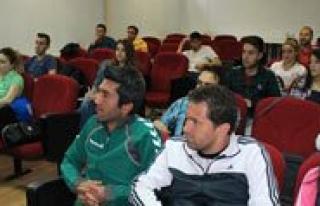 Karaman'da Badminton Aday Hakem Kursu Yapildi