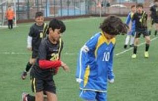 Küçükler Futbol Yari Final Heyecani Basliyor