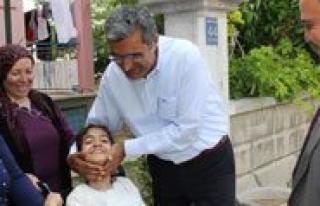 Basbakan`dan Engelli Kiz Çocuguna Akülü Araç