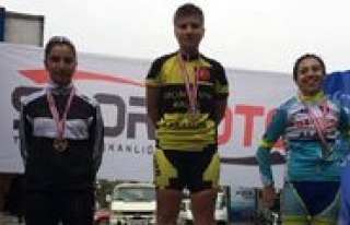 Bisiklet Sporcularindan Sahin'e Milli Görev