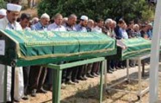 Ermenek`te Öldürülen Bes Kisi Topraga Verildi