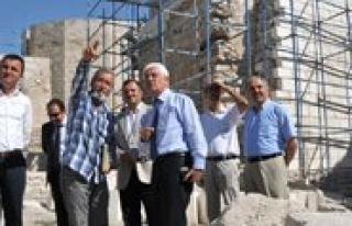 Karaman Kalesinde Restorasyon Çalismalari Sürüyor