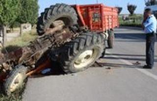 Otomobil Ile Çarpisan Traktör Devrildi: 1 Ölü,...