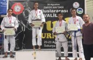 Karamanli Judocular Sakarya'da Nefes Kesti