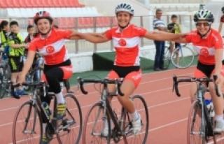 Karamanlı Bisikletçiler Sivas'ta Şampiyonluk...