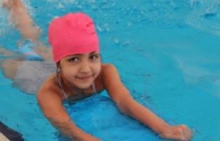 Yaz Spor Okulları Yüzme Eğitimleri Devam Ediyor