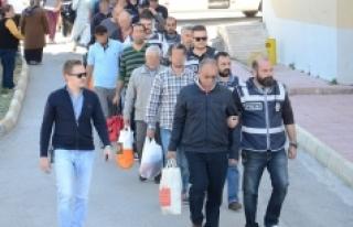 FETÖ'den Gözaltına Alınan Akademisyenler Adliyeye...