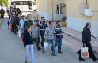İki Akademisyen Tutuklandı