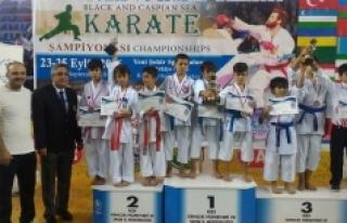 Karaman Karate Takımı Rize'den Madalyalarla Döndü