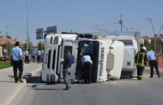 Karaman'da Çekici Devrildi: 2 Yaralı