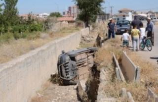 Otomobil Boş Sulama Kanalına Düştü