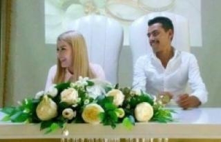 Yeni Evlenen Genç Bıçaklı Saldırıda Hayatını...