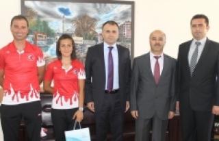 Balkan Şampiyonu Fatma Sezer'den Sultanoğlu'na...
