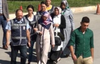 FETÖ'den Adliyeye Çıkarılan 3 Kadın Öğretmen...