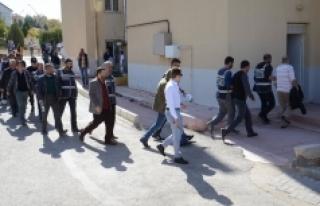 FETÖ'den Gözaltına Alınan 11 Öğretmen Adliyeye...