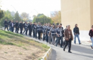 Karaman'da Fetö'den Gözaltına Alınan 15 Kişi...