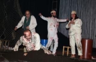 """""""Ölümsüz"""" İsimli Tiyatro Duygulu Anlar Yaşattı"""