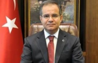 Vali Tapsız: Büyük Önder Atatürk'ü Saygıyla...
